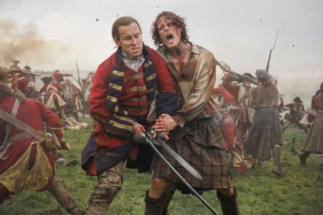 Jamie e Jack che combattono ferocemente sul campo di battaglia