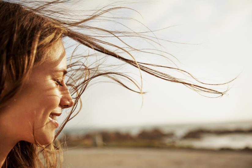 Profilo di una ragazza che sorride