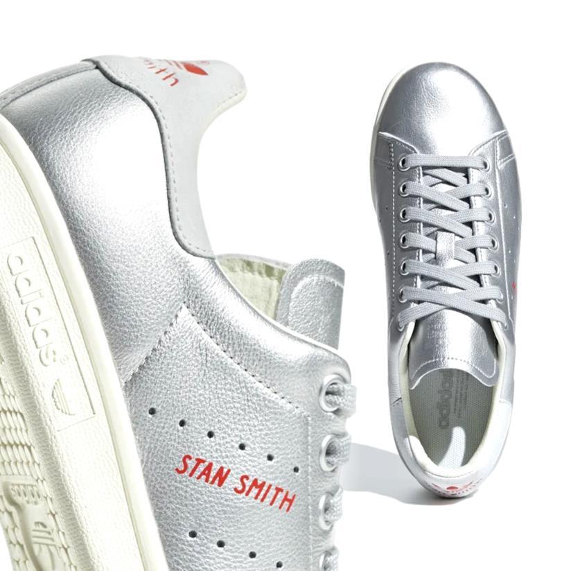 Le Adidas Stan Smith silver con dettaglio rosso