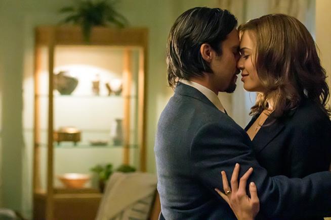 Milo Ventimiglia e Mandy Moore in un'immagine promozionale da This Is Us