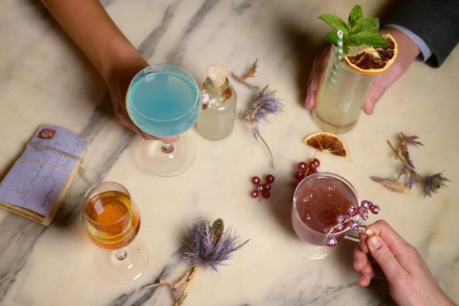 Tre drink del nuovo menù per Harry Potter, azzurro, arancio e rosso