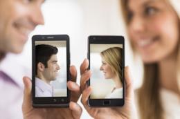 Conoscere persone online è una tendenza sempre più diffusa
