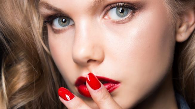 Nail art in gel rosse