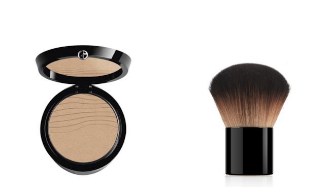 Il fondotinta Neo Nude Fusion Powder di Giorgio Armani con apposito kabuki