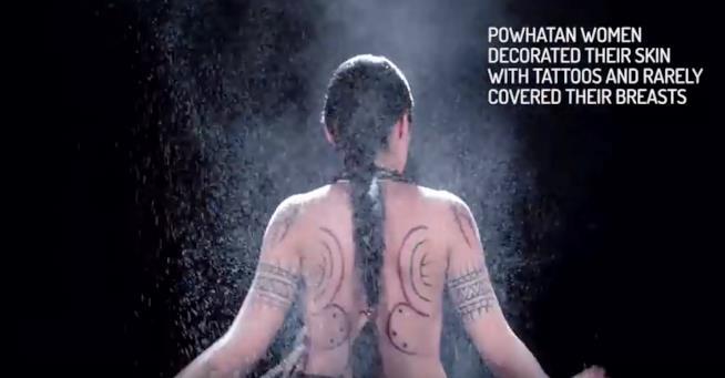 Pocahontas con i tatuaggi della versione storica