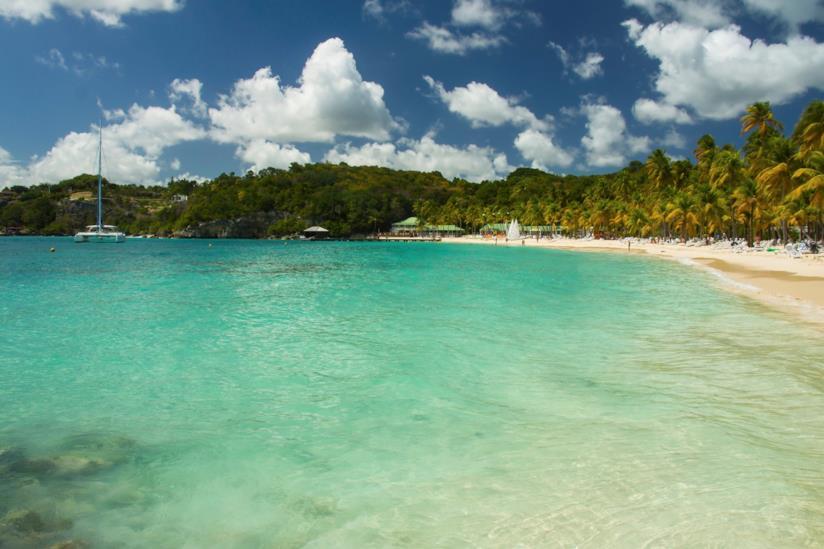 Caraibi, spiaggia a Guadalupa