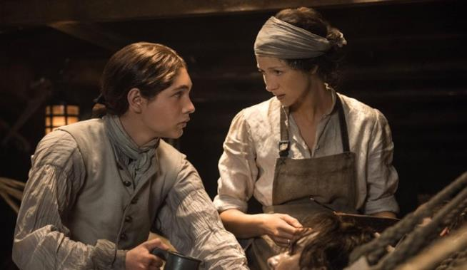 Claire spiega a Elias come proteggersi dall'infezione