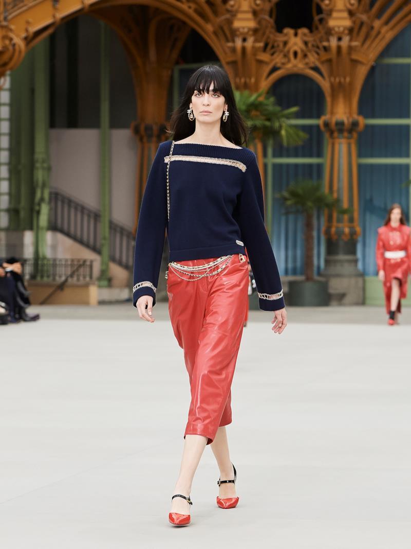 Sfilata CHANEL Collezione Donna Primavera Estate 2020 Parigi - CHANEL Resort PO RS20 0038