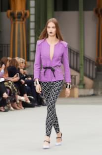 Sfilata CHANEL Collezione Donna Primavera Estate 2020 Parigi - CHANEL Resort PO RS20 0019