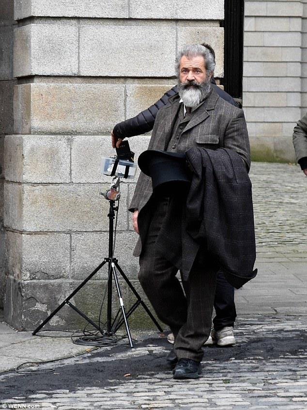 Mel Gibson sul set del film diretto da Farhad Safinia