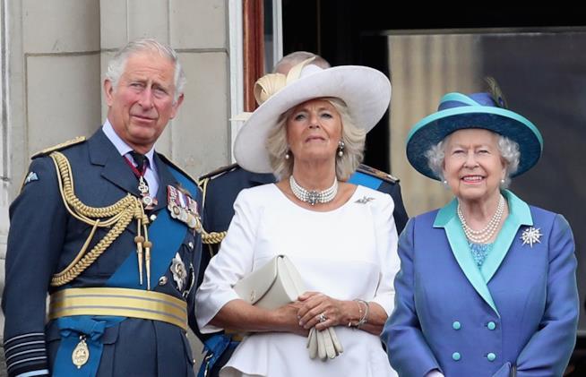Il Principe Carlo e Camilla con la Regina Elisabetta