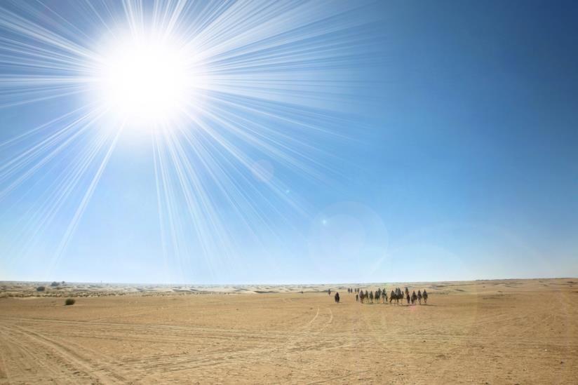 Una vista del deserto che circonda Kebili, Tunisia