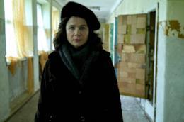 Una scena di Chernobyl con Emily Watson