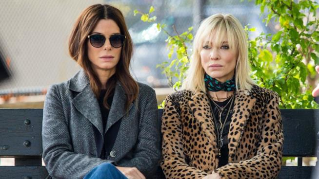 Sandra Bullock e  Cate Blanchett in una scena di Ocean's Eight