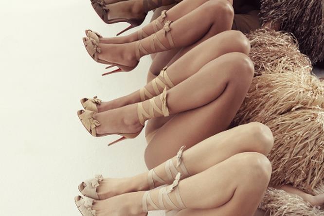 Un'immagine della campagna New Nudes di Christian Louboutin