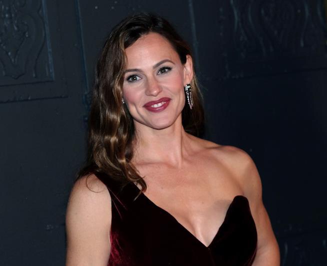 L'attrice ha 45 anni, ma ne dimostra 10 di meno