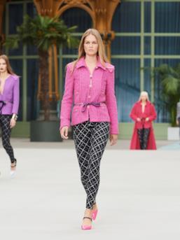 Sfilata CHANEL Collezione Donna Primavera Estate 2020 Parigi - CHANEL Resort PO RS20 0018