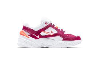 Sneakers modello M2K Tekno nella colorazione bianco, arancio neon e fucsia.