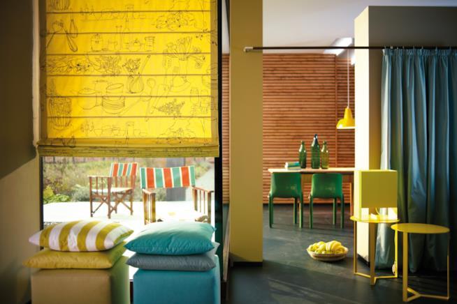 Nya Nordiska, tessili e imbottiti decorati da righe multicolore per l'interno e l'esterno della casa