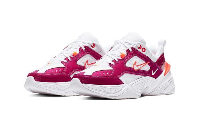Sneaker Nike modello M2K Tekno bianca con dettagli fucsia e arancione