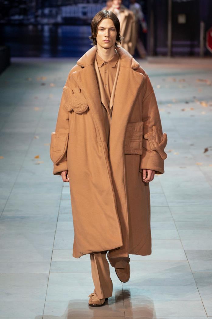 Modello che sfila per Louis Vuitton, Menswear F/W 2019/20 a Parigi