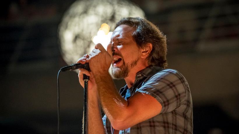 Eddie Vedder in concerto con i Pearl Jam in Cile il 13 marzo 2018
