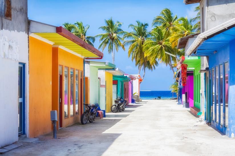 Colorati negozi a Maafushi, nell'atollo di Malé Sud