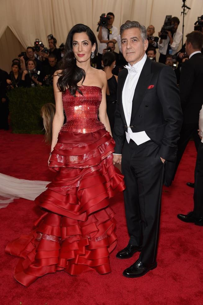 Amal Alamuddin e George Clooney sul red carpet