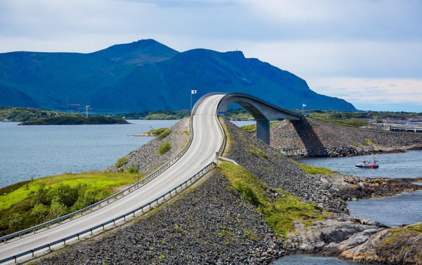 La pericolosa e suggestiva Strada dell'Atlantico in Norvegia