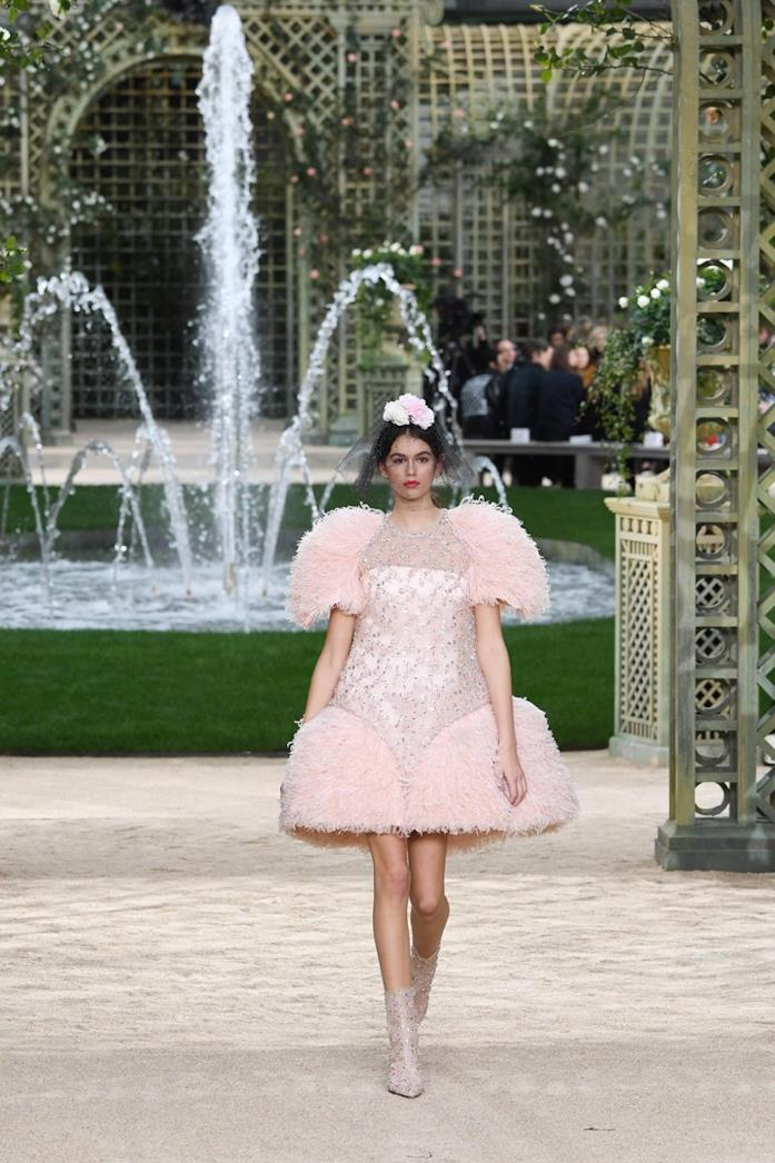 Kaia Gerber durante la sfilata Chanel Haute Couture 2018