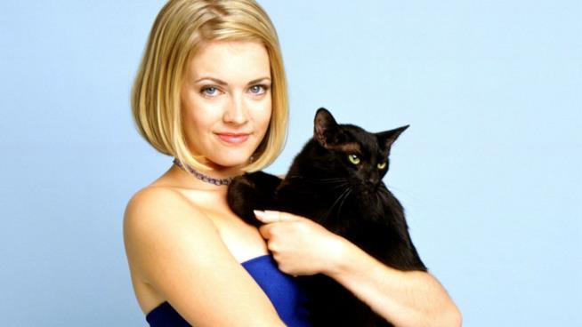 La protagonista Sabrina con il gatto Salem