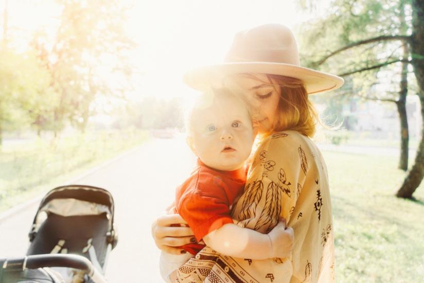 Giovane mamma con bambino