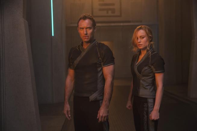 Una scena di Captain Marvel con Jude Law e Brie Larson