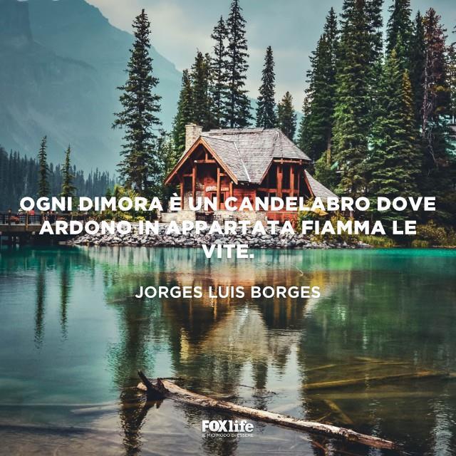 Casa di legno sul lago