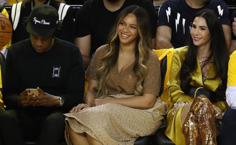 Beyoncé col nuovo colore di capelli