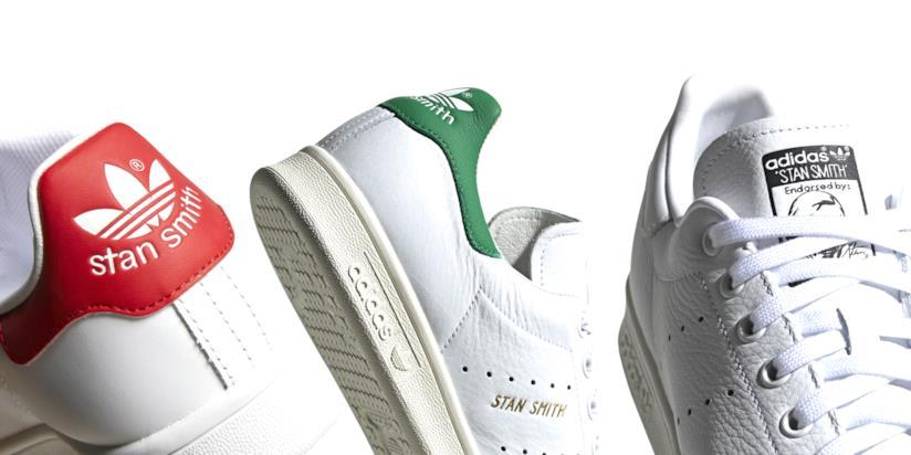 Tutte le versioni delle iconiche Adidas Stan Smith, bianche con pannello colorato verde, rosso o nero