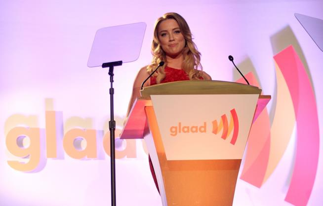 Amber Heard ritira un premio ai GLAAD Media Awards