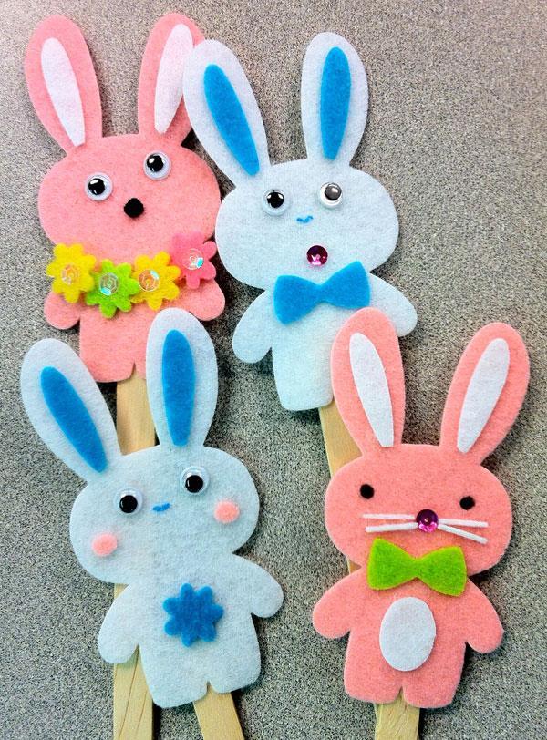 Decorazioni in feltro a forma di coniglio
