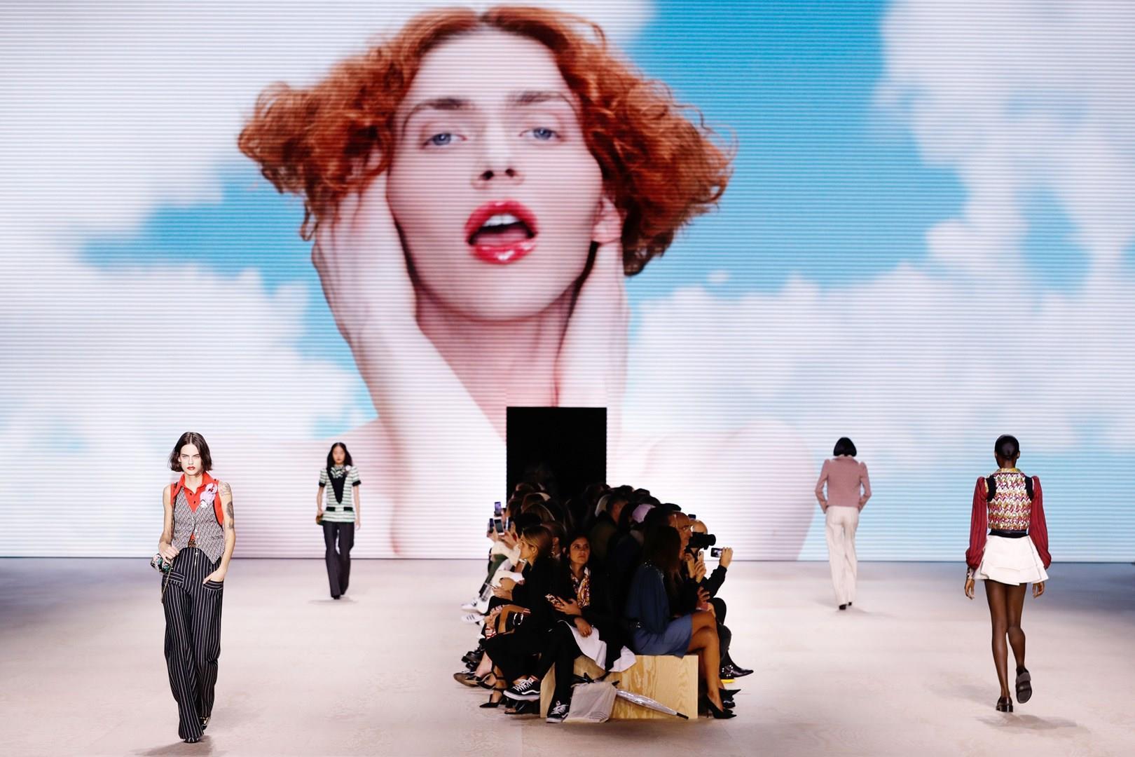 Le modelle Louis Vuitton in passerella
