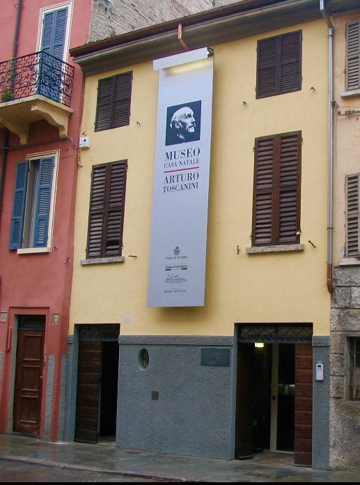 La facciata della casa natale di Arturo Toscanini