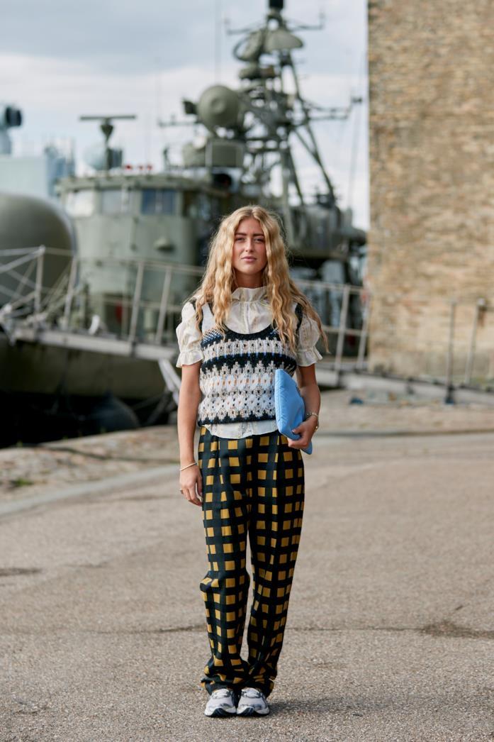 Outfit composto da pantaloni a quadri dallo Street Style di Copenhagen 2019