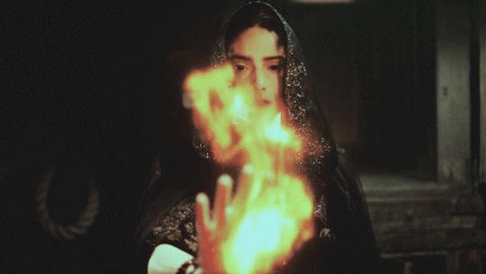 Mary in una scena di Salem