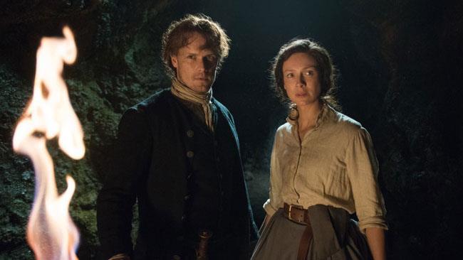 Claire e Jamie davanti alla grotta