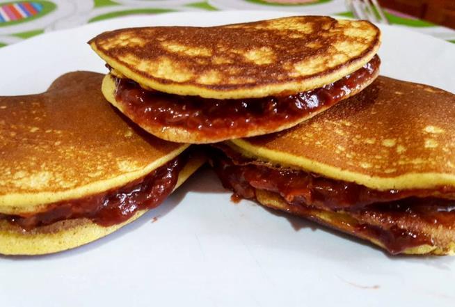 Pancake farciti con marmellata