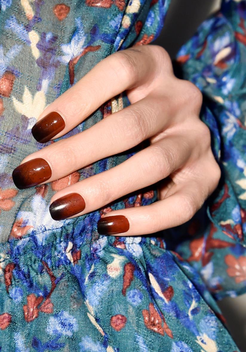 Nail art marrone effetto sfumato