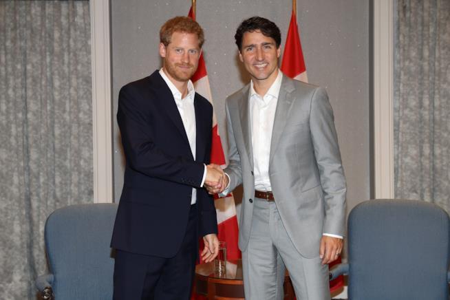 Il primo ministro Canadese con Harry d'Inghilterra