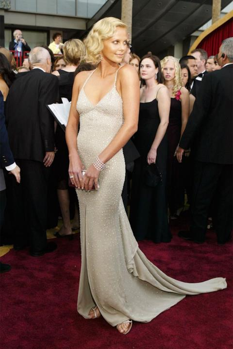Charlize Theron sul red carpet degli Oscar.