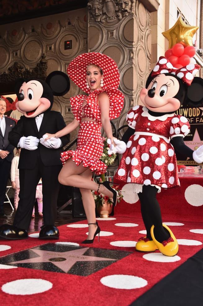 Katy Perry con Minnie e Mickey Mouse