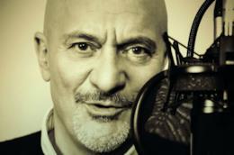 Claudio Bisio nella locandina di Comedy Pills