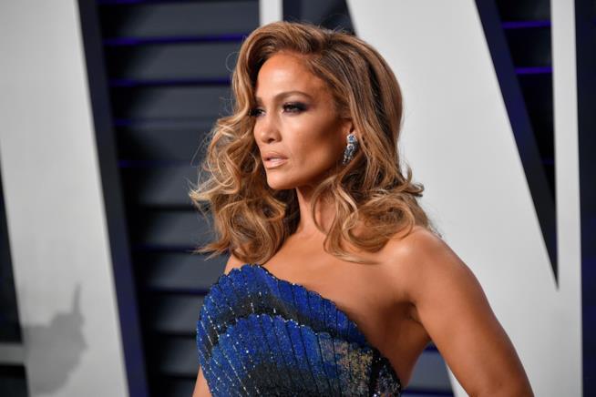 Taglio medio lungo mosso su Jennifer Lopez